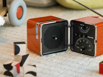 Meet the Cubo Radio – the original boombox